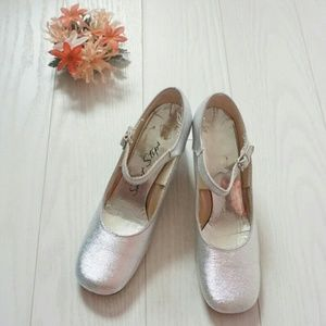 60s silver mary jane shoes
